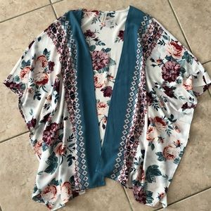 Brand NEW with tags! boutique floral kimono sz S